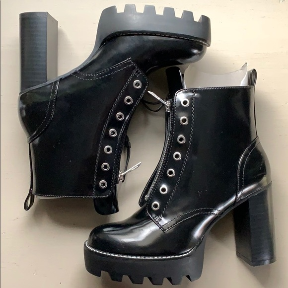 14922c101cc3 Zara chunky cleated platform zipper ankle boots